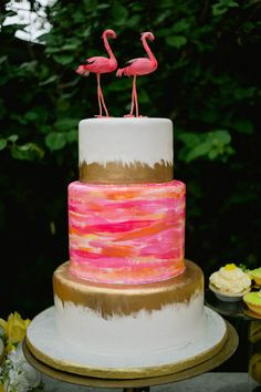 Flamingo Bridal Shower Cake | COLOURFUL TROPICAL PINK BRIDAL SHOWER WITH RAINBOW DESSERTS (6)
