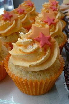 7 Bakery Secrets for Perfect Cupcakes ~ Valuable Chef's Tips (Raise your hand. Have you ever had a batch of cupcakes that failed miserably? Grin. Even if you're the queen of cupcakes...