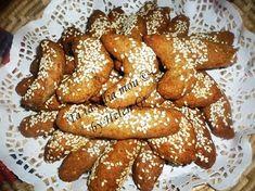 Νηστίσιμα αλλά νόστιμα, μυρωδάτα, αφράτα, μπισκοτένια κουλουράκια! Είναι υγιεινά, χωρίς αυγά και πολύ ζάχαρη, με αλεύρι ολικής αλέσεως, ευε... Pretzel Bites, Bread, Cookies, Greek Beauty, Recipes, Greece, Food, Crack Crackers, Greece Country