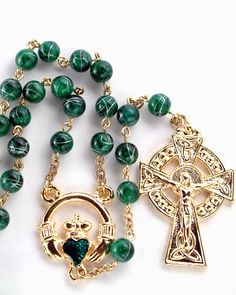 Claddagh Centerpiece Round Bead Irish Rosary ++++++++++++++++++ Size: b… - pashwae. Irish Catholic, Rosary Catholic, Rosary Beads, Prayer Beads, Holy Rosary, Irish Girls, Heart Shaped Diamond, Irish Eyes, Irish Celtic