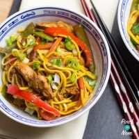Chow mein means 'stir noodle', or 'stir-fried noodle'. This Syn Free Chicken Chow Mein recipe uses egg noodles, chicken and vegetables like carrots, spring onion and mange tout. However, there's nothing to stop you swapping or adding any meat or veg you w Slimming World Stir Fry, Slimming World Dinners, Slimming World Recipes, Stir Fry Recipes, Cooking Recipes, Healthy Recipes, Free Recipes, Meal Recipes, Diabetic Recipes