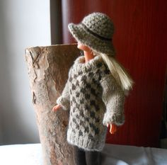Barbie clothes,handmade Barbie outfit, hand knitted Barbie sweater, hand sewn  leggings, crochet hat, brown and hazelnut, shoes included. di lepropostedimari su Etsy