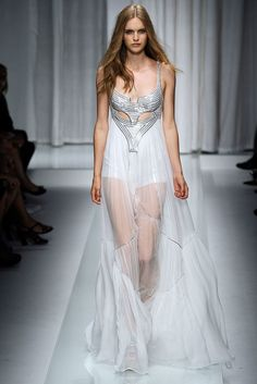 Versace Spring 2010 Ready-to-Wear Fashion Show - Mirte Maas