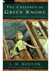 BOOK REVIEW: THE CHILDREN OF GREEN KNOWE - An ghost story set at Christmastime that is at once atmospheric and comforting. Ages 8-11.