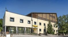 Hotel Eco Banassac The Hôtel Eco is a modern building located in Banassac. It offers comfortable rooms and easy access to the A75 motorway.  All guestrooms are spacious and soundproofed with en suite bathroom and TV.
