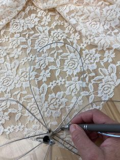DIY Wire Whisk Flower - The Shabby Tree Wire Flowers, Burlap Flowers, Fabric Flowers, Burlap Lace, Paper Flowers, Felt Flowers, Burlap Wreath, Burlap Crafts, Wire Crafts