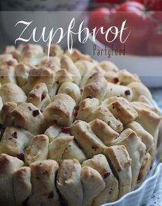 Zupfbrot mit drei Ideen für Füllungen – Partyfood und Snacks Tasty: plucked bread with three fillings – a simple plucked bread with different variations for the filling. Great as a side dish for barbecuing or as a party snack bread Party Finger Foods, Snacks Für Party, Fall Recipes, Snack Recipes, Bread Recipes, Law Carb, Relleno, Food Inspiration, Love Food