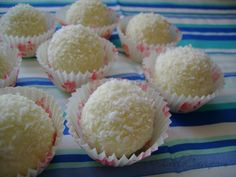 Bomboane Raffaello, poza 1 Cookies, Desserts, Food, Kitchens, Raffaello, Crack Crackers, Tailgate Desserts, Deserts, Biscuits
