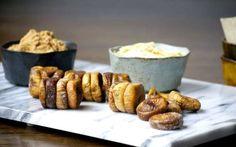 Πώς να φτιάξετε μόνοι σας αποξηραμένα σύκα και συκόμελο Greek Beauty, Canning Recipes, Cooking Time, Food Hacks, Fig, French Toast, Caramel, Recipies, Muffin