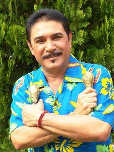 Daniel Alvarado nació  en Maracaibo, Venezuela. Es un actor de televisión, cine y teatro.