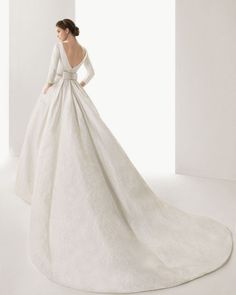 Vestidos de #novia con colas muy largas,