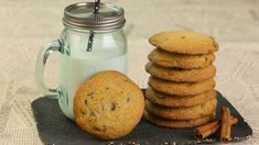 Nutellás csokicseppes cookie (Nutella chocolate chip cookies) (200 g vaj, 100 g cukor, 100 g barna cukor, 1 tojás, 250 g liszt, 1 tk. szódabikarbóna, 150 g csoki csepp, 10 mokkáskanál Nutella)
