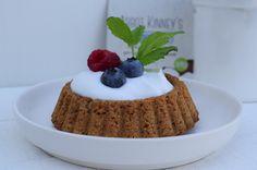 Lactosevrije havermout gebakjes met kokosyoghurt, rood fruit en munt!