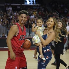 ACE ♠️❣️ There such a beautiful family❤️ Cute Family, Family Goals, Beautiful Family, Couple Outfits, Family Outfits, The Ace Family Youtube, Ace Family Wallpaper, Austin And Catherine, Catherine Paiz