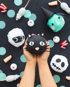 Halloween Surprise Balls (Oh Happy Day! Costume Halloween, Happy Halloween, Halloween Inspo, Fete Halloween, Halloween Projects, Diy Halloween Decorations, Holidays Halloween, Spooky Halloween, Spooky Spooky