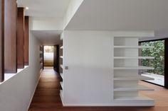 BF House / OAB + ADI. Great bookshelf design.