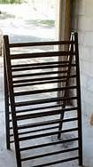 crib rails would make a fabulous quilt display, or could add one more side and when fixed to the table could hang boho bags from S hooks! Furniture Projects, Home Projects, Diy Furniture, Craft Show Displays, Craft Show Ideas, Display Ideas, Repurposed Items, Repurposed Furniture, Quilt Hangers