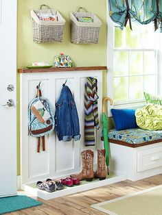 Small Mudroom Ideas Think your space-challenged entryway doesn't have enough room for a mudroom? Think again: clever solutions and space-planning ideas help you carve out the just-right spot for a practical, pretty mudroom. Entryway Organization, Entryway Decor, Organization Ideas, Entryway Ideas, Backpack Organization, Small Mudroom Ideas, Mudroom Laundry Room, Bench Mudroom, Ideas Para Organizar