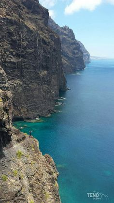 Los Gigantes Places To Travel, Places To Visit, Beach Landscape, Spain And Portugal, Canario, Environment Design, Island Beach, Canary Islands, Beach Scenes