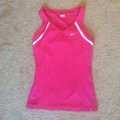 Nike tank top Form fitting Nike workout tank with built-in bra. Excellent condition. Nike Tops Tank Tops