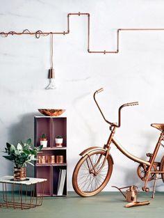 Koperen buizen op de muur - foto: Pinterest