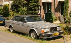 An unlikely Volvo-Bertone partnership spawned the Volvo 262C. It had a vinyl roof and a tank-ish body. It was meant for the American market, so certain luxuries were in place, like cushy leather seats, electric windows, and AC. It had pretty distinctive looks, to put it politely.