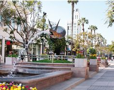 """You know what else happens in Spring? BritWeek! Celebrate at 3rd Street Promenade with the 1st """"Santa Monica Spring Jubilee Celebrates Britweek."""""""