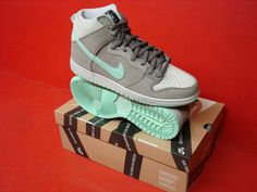 NIKE DUNK HIGH PRO SB MENS BASKETBALL STYLE 305050 Same shoe, different shot :) and seller