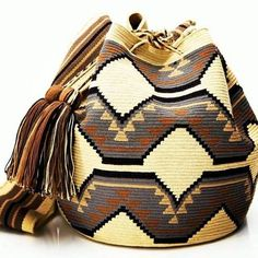 Hermosa Collection Wayuu Bags Handmade by One Thread at a time. Una Hebra Wayuu Mochila Bags of the Finest Quality. Mochila Crochet, Bag Crochet, Crochet Purses, Tapestry Crochet Patterns, Ethnic Bag, Tapestry Bag, Boho Bags, Knitted Bags, Beautiful Crochet
