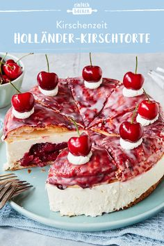 Holländer-Kirschtorte Discover the original recipe for a Dutch cherry cake here. With this recipe you can make the perfect cake yourself and enjoy the delicious cream. Easy Cheesecake Recipes, Pumpkin Cheesecake, Dessert Recipes, Pie Recipes, Food Cakes, Torte Au Chocolat, Cherry Recipes, Cherry Cake, Pumpkin Dessert