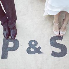 La romántica #boda de Paula y Sergio en #ElSotoDelCerrolen, ya en el #blog. Con #maquillaje y #peinado de @natalia_natalita, #vestido de @fromlistawithlove, #tocado de @mimokishop, #zapatos de @hossintropiaofficial, #flores de @imaginatelaluna y como no, #catering de #cardamomocatering. www.cardamomocatering.es