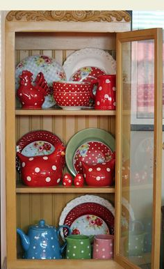 love the red dishes