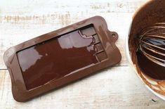 Low Carb Keto Milk Chocolate Recipe – Sugar Free Londoner Homemade Milk Chocolate, Keto Chocolate Recipe, Sugar Free Dark Chocolate, Chocolate Bark, Low Carb Milk, Low Carb Keto, Sugar Free Milk, Low Carb Flatbread, Sugar Free Recipes