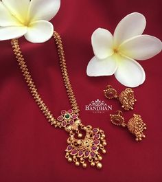 Traditional Ruby Necklace From Bandhan ~ South India Jewels Gold Chain Design, Gold Bangles Design, Gold Jewellery Design, Ruby Necklace Designs, Jewelry Design Earrings, Gold Jewelry Simple, Bridal Jewelry, South India, Necklace Set