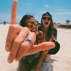 pin me at paulassofiaa Bff Pictures, Best Friend Pictures, Summer Pictures, Friend Photos, Beach Pictures, Beach Pics, Go Best Friend, Best Friend Goals, Best Friends Forever