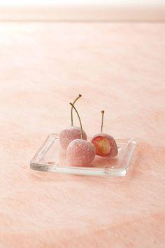 """neo-japanesque: """" ぶどうやさくらんぼをそのまま包んだお餅 - Ameba News [アメーバニュース] シャトレーゼ さくらんぼ餅 japanese confectionery """"sakuranbo mochi (cherry rice cake)"""" """""""
