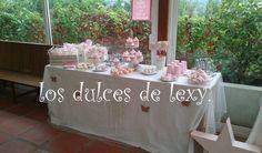 mesa dulce ,pastel decorado en fondant con zapatitos de bebe ,galletas de fondant decoradas  ,cupcakes,macarons,cakepops,tartitas ,....