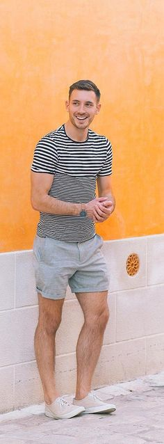 25 Cool Shorts Outfit Ideas For Men This Season Stripped T-shirt With Shorts For Men Summer Shorts Outfits, Short Outfits, Casual Outfits, Fashion Moda, Fashion Pants, Mens Fashion, Underwear, Casual Wear For Men, Mens Clothing Styles