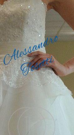 Quale sarà il dettaglio che più desiderate sul vostro abito dei sogni?.. Una cinturetta, il pizzo o delle rouge......??? Isono pronto a realizzare i vostri desideri... Alessandro Tosetti