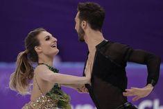 Olimpiadi invernali 2018, pattinatrice finisce a seno nudo