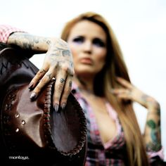Tatu Baby Tatu Baby, Female Tattoo Artists, Tattoo Models, Moccasins, Pin Up, Gloves, Beautiful Women, Flats, Beauty
