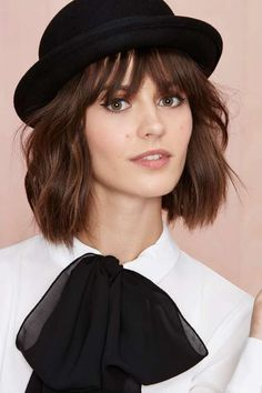 Fascinating Winter Hats Ideas For Women With Short - cold n' hot - Hut Hats For Short Hair, Short Hair Styles, Bowler Hat Women, Bowler Hat Outfit, Hats For Women, Clothes For Women, Gamine Style, Soft Gamine, Hat Shop