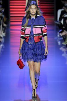 Elie Saab Spring 2016 Ready-to-Wear Fashion Show - Gigi Hadid (IMG)