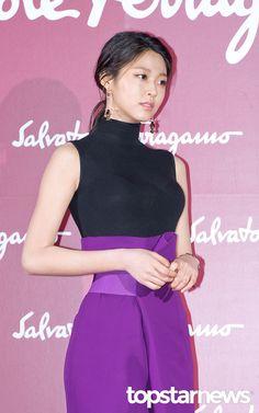 Kpop Girl Groups, Korean Girl Groups, Kpop Girls, Beautiful Asian Women, Beautiful Celebrities, Korean Beauty, Asian Beauty, Kim Seolhyun, Dramas
