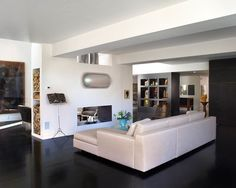 Contemporary Home in White with Artistic Interior Decoration : Cozy Family Room Decor Ideas White Leather Sofa And Contemporary Fireplace De...