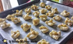 Fagottini di pasta sfoglia con salsiccia - Le Ricette di Anna Maria My Favorite Food, Favorite Recipes, My Favorite Things, Antipasto, Finger Foods, Food And Drink, Pudding, Desserts, Bahia