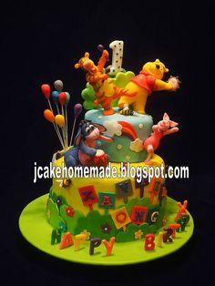 Winnie the Pooh birthday cake by Jcakehomemade, via Flickr