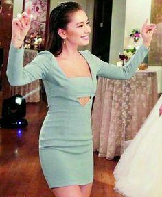 Nihan at Zeynep and Ozan's wedding Turkish Fashion, Turkish Beauty, Sweet Style, Cool Style, Prettiest Actresses, Pop Art Girl, Celebs, Celebrities, Elegant Outfit