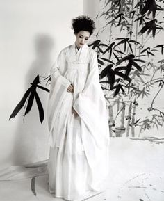 Korean wedding hanbok- love the clean lines.  Not sure how good it would look on someone with big boobs though.