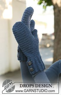 """Crochet DROPS mittens in """"Alaska"""". ~ DROPS Design - free pattern (fingerless mitts are really popular but sometimes you need something just a little warmer) Sie Fäustlinge mit Knopf Winter Classic Mittens / DROPS - Free crochet patterns by DROPS Design Crochet Mitts, Crochet Mittens Free Pattern, Crochet Gratis, Crochet Gloves, Crochet Slippers, Crochet Beanie, Crochet Scarves, Free Crochet, Crochet Patterns"""